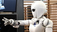 Forschungsroboter Aila in Aktion auf der Cebit 2013
