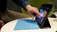 Boris Schneider-Johne zeigt das Surface Pro (Cebit 2013)