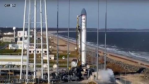 Erster Flug der Antares am 21. April 2013