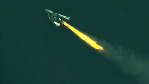 Spaceship Two zündet Raketenantrieb