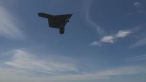 X-47B startet auf einem Flugzeugträger