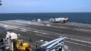 X-47B landet auf einem Flugzeugträger