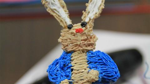 Daniel Cowen führt den 3Doodler auf der Ifa 2013 vor