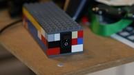 Schüler zeigen Lego-Konsole