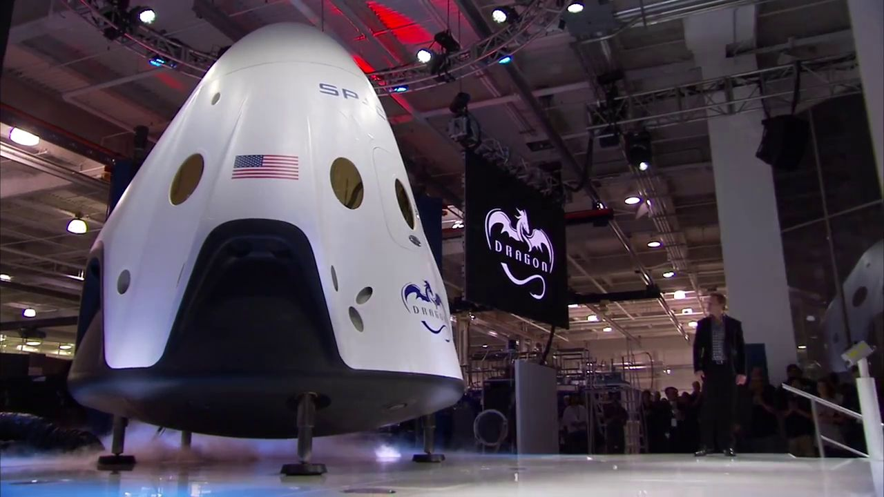 Elon Musk stellt die Raumfähre Dragon V2 vor