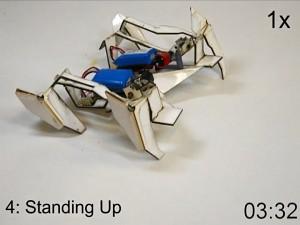 Roboter faltet sich selbst