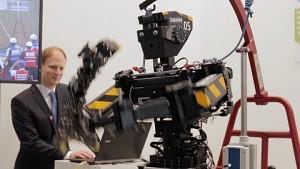 Johnny 05 von Robotis tanzt Gangnam-Style (Cebit 2015)