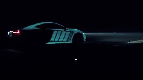 Lexus mit leuchtender Farbe (Herstellervideo)