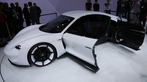 Porsches Elektrokonzeptauto Mission E Iaa 2015 Video