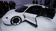 Porsches Elektrokonzeptauto Mission E (IAA 2015)