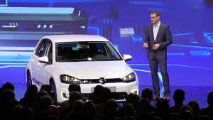 Volkswagen zeigt den E-Golf Touch (CES 2016)