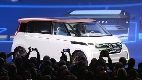 Volkswagen zeigt den Bulli Budd-e (CES 2016)
