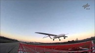 Drohne landet auf fahrendem Auto - Trailer