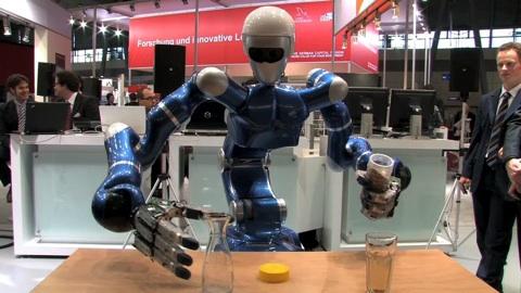 Cebit 2009 - Die Roboter Care-O-Bot und Justin in Aktion