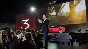 Tesla übergibt die ersten Model 3
