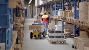 Test des Effibot in einem Lager - DHL-Firmenvideo