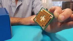 Unboxing des 17-Qubit-Chips durch Intel und Qutech