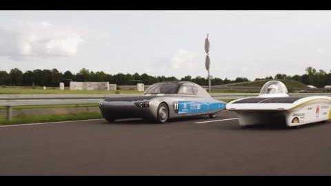 Solarautos Blue Cruiser und Sonnenwagen beim Test