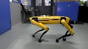 Roboter öffnet Tür - Boston Dynamics