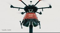 Strihl wechselt Leuchtmittel per Drohne (Light and Building 2018)