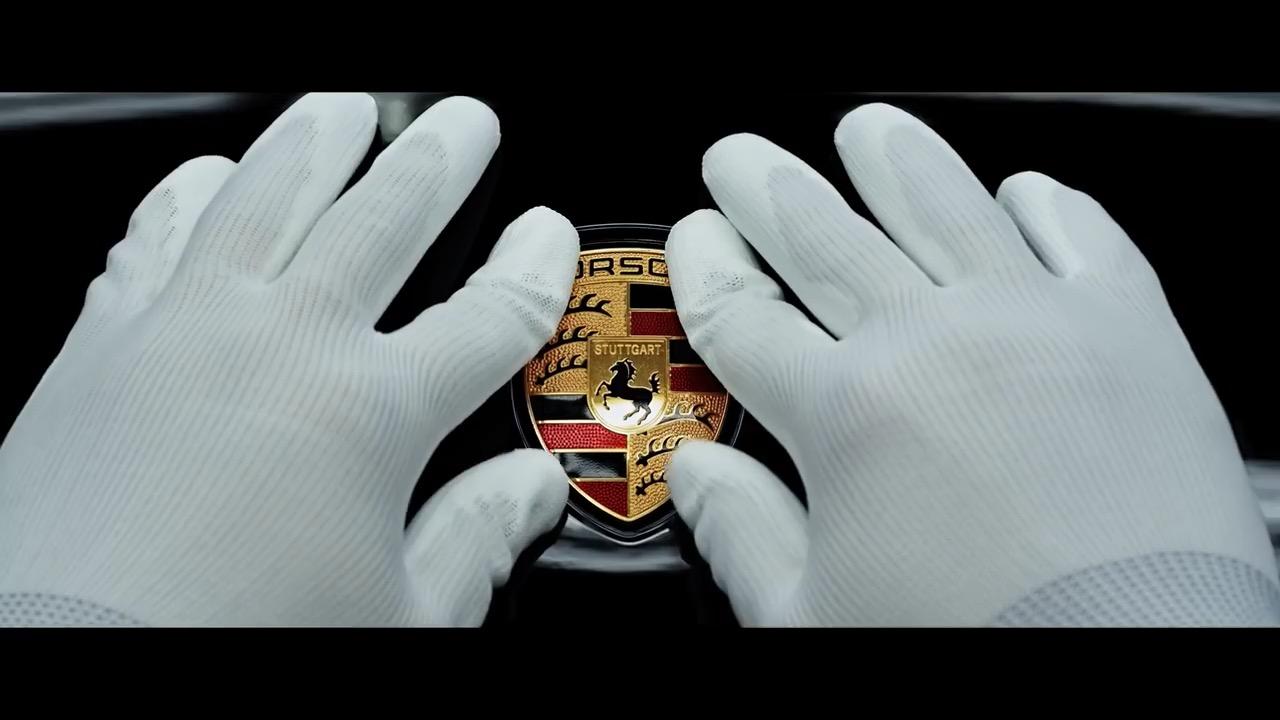 Porsche stellt den Taycan vor - Video.Golem.de