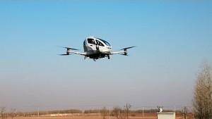 Ehang 184 AAV fliegt mit Passagier an Bord