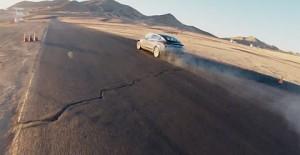 Tesla Model 3 mit aktiviertem Track-Mode