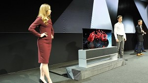 LG Signature OLED TV R angesehen (CES 2019)