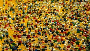 Wie Legosteine hergestellt werden (Firmenvideo)