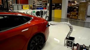 Teslas Charger-Prototyp greift sich automatisch den Wagen