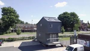 Tiny House über einem Parkplatz - Zedpod