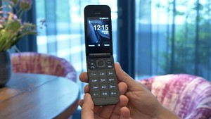 Nokia 2720 Flip - Hands on