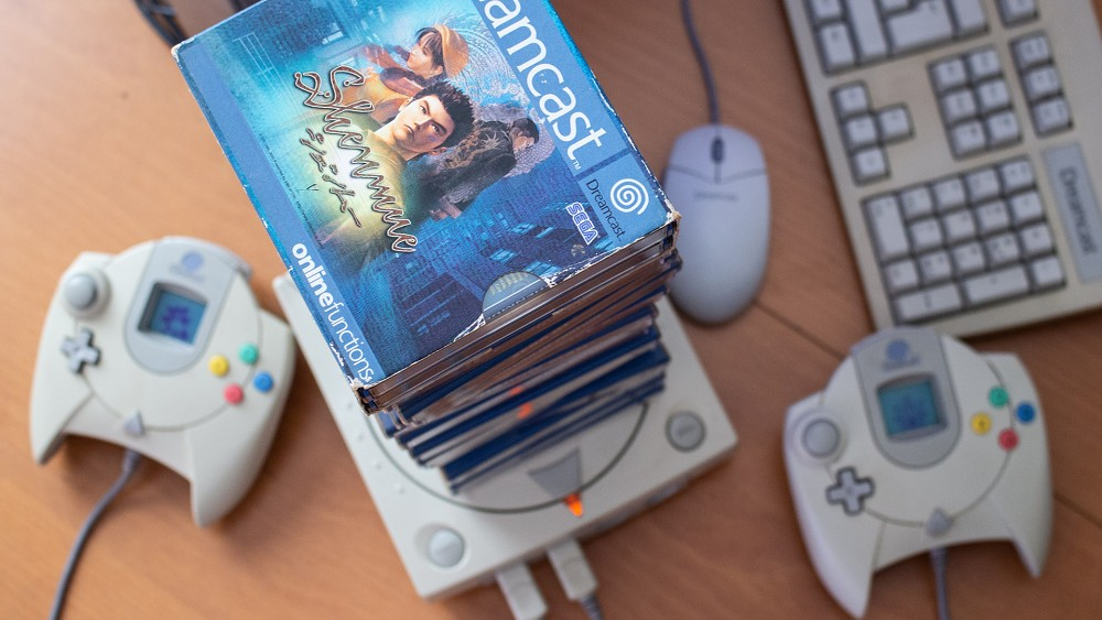 Sega Dreamcast (1999) - Golem retro
