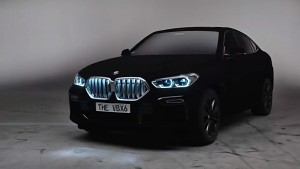 BMW X6 in Vanta-Schwarz, der dunkelsten möglichen Lackierung