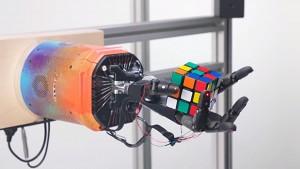 Roboterarm löst Zauberwürfel