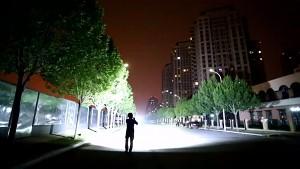 LED-Taschenlampe mit 32.000 Lumen (Herstellervideo)