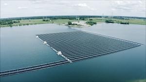 Schwimmende Photovoltaik-Anlage - BayWa RE