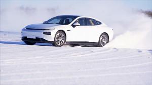 XPeng P7 driftet durch den Schnee (Herstellervideo)