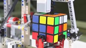 Lego-Roboter löst Rubik's Cube (Roberta, Mindstorms)