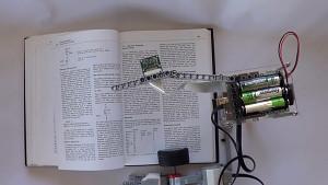 Lego-Roboter liest Bücher mit Brick Pi - Herstellervideo