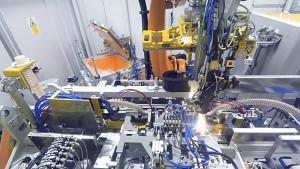 Vollautomatisierte Batteriemodul-Produktion von Kuka (Herstellervideo)