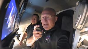 SpaceX Crew Dragon - Tour des Raumschiffs