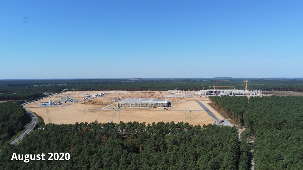 Die Tesla-Baustelle von oben (März-August 2020)