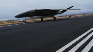 Rollout der Drohne Ravn X - Aevum