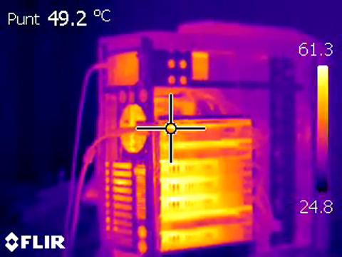 Wärmebilder beim Benchmarking des Supercomputers Fastra II