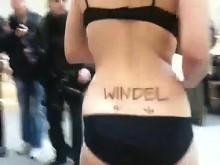 Piraten-Flashmob gegen Nacktscanner am Berliner Flufhafen Tegel