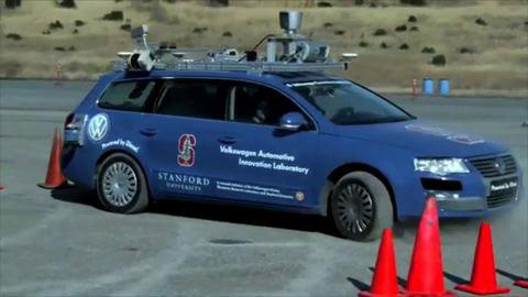 Roboterauto Junior parkt seitwärts ein