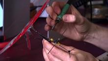 Miniaturgleiter mit Haltemechanismus