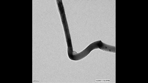 Anode eines Lithium-Ionen-Akkus unterm Elektronenmikroskop