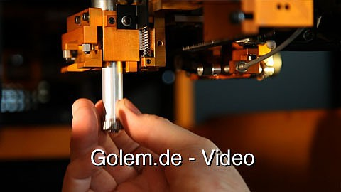 3D-Drucker Matrix 300 erstellt Objekte aus Papier - Demonstration auf der Cebit 2011